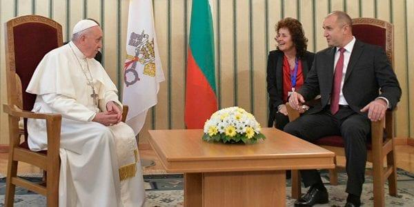 Papa Francisco, em visita ao presidente da Bulgária, Rumen Radev – Foto- Vatican Media