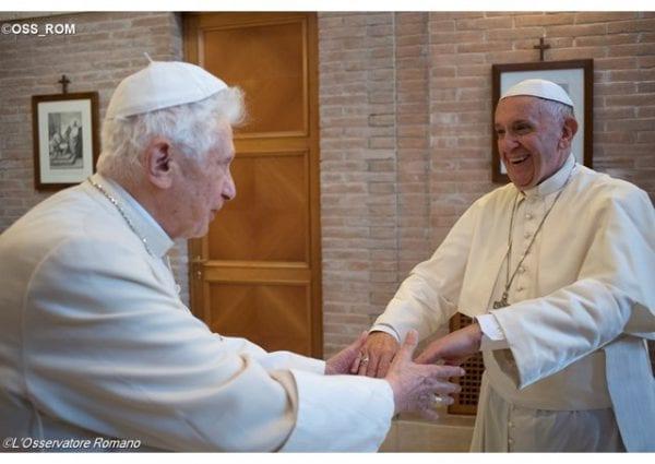 Papa Emérito Bento XVI e Papa Francisco
